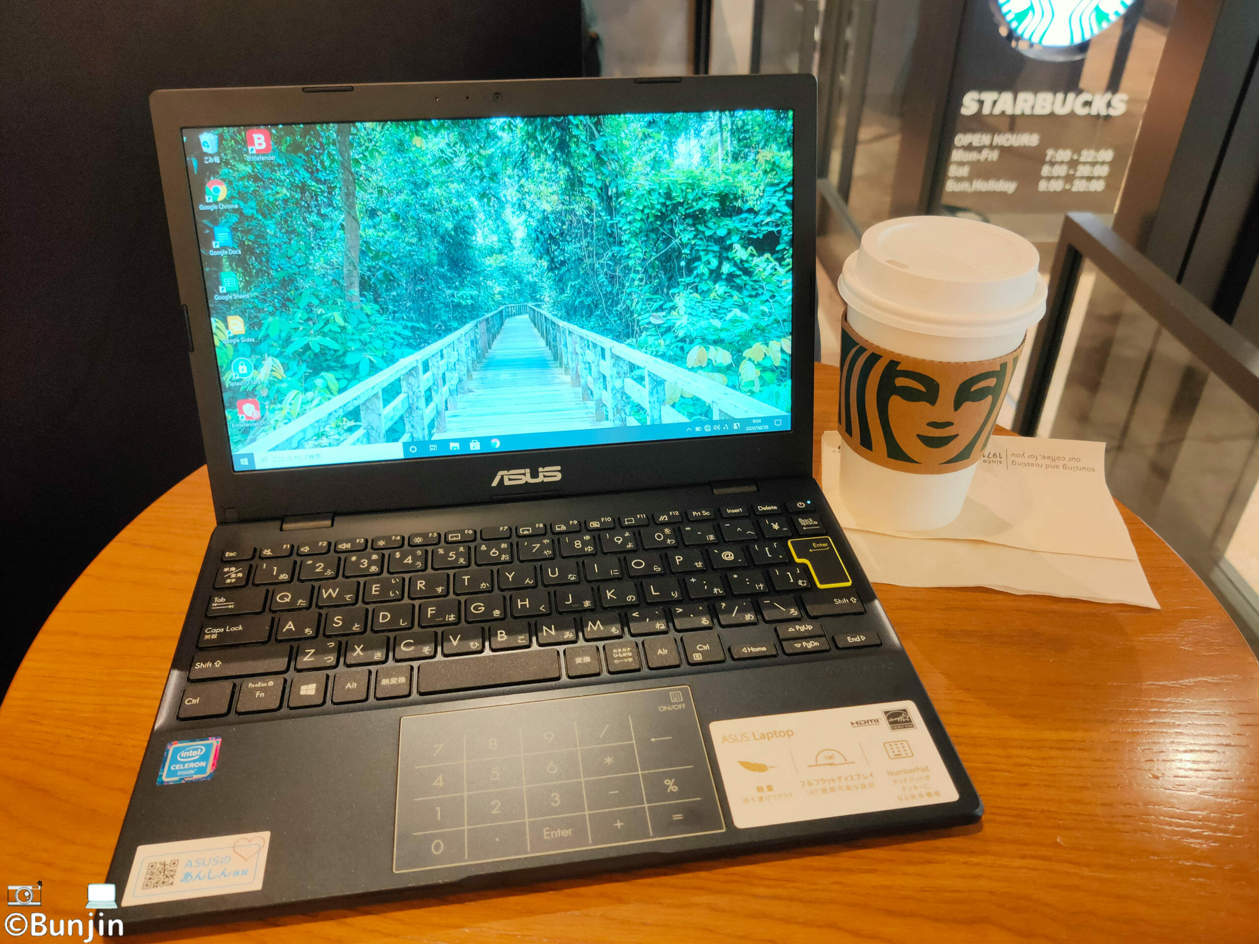 ASUS E210MA at Starbucks