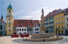 Bratislava, Hlavne Namestie (fonte slovakia-travel)