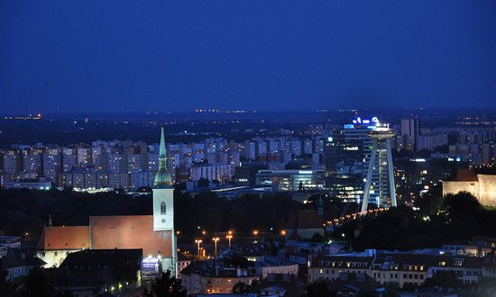 Bratislava-panorama_(jlascar_10267345953@flickr_CC-BY)