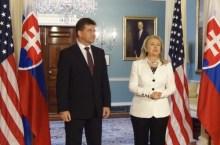 Lajcak con Hillary Clinton (foto_mzv.sk)