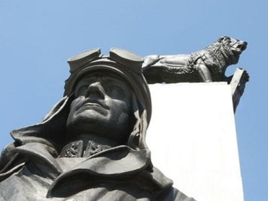 Statua di M-R-Stefanik