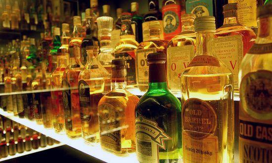 alcol, bar, liquori (nittpick@flickr)