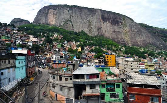 brasi_favela_(wikimedia)