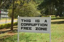 corruzione_(erlendaasland_4107345124@flickr_CC)