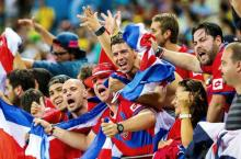 costa-rica-fans_(wikimedia)