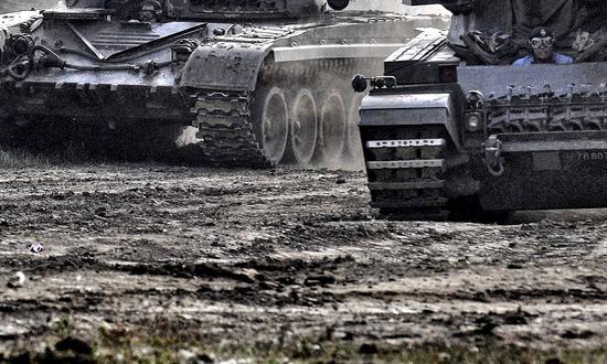 guerra_(Peeteekayy-3781008905) militari conflitti
