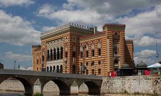 sarajevo-biblioteca_(wikimedia)