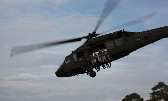 sikorsky-blackhawk-uh-60_(fortraggnc 15768396323)