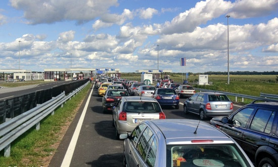 vacanze in auto (foto PavelJanik@panoramio) traffico autostra