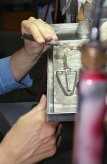 Le fasi della creazione di un gioiello a Valenza