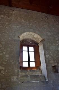 Finestra salone interno Castello di Montalbano Elicona