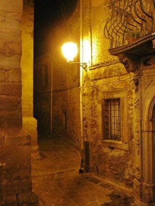 Stradina serale a Montalbano Elicona