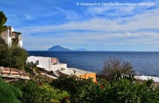 Alicudi panorama su Filcudi e altre isole Eolie