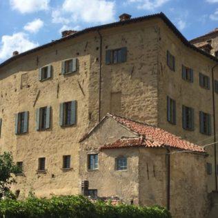 borgoadorno-castello-ala-sinistra-560x420