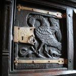 Detail eines spätgotischen Schranks im Museum Burg Posterstein