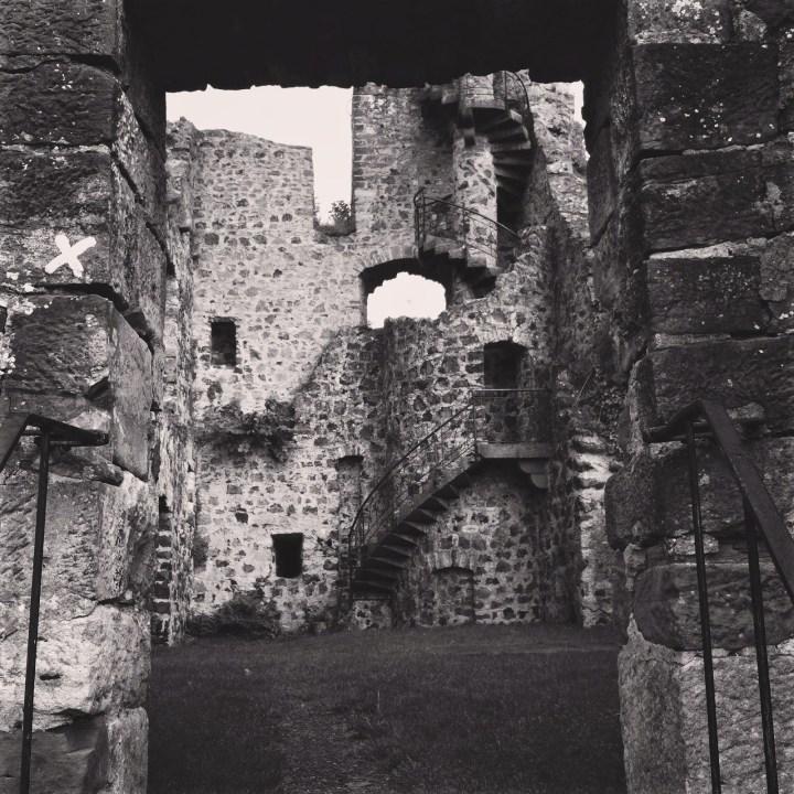 Burg_Staufenberg_SW