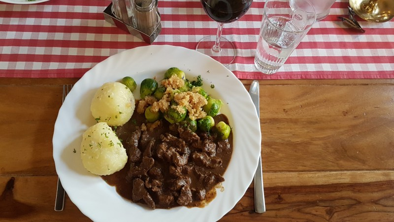 Restaurant mit Pferdefleisch, Pferdegulasch, Pferdebraten