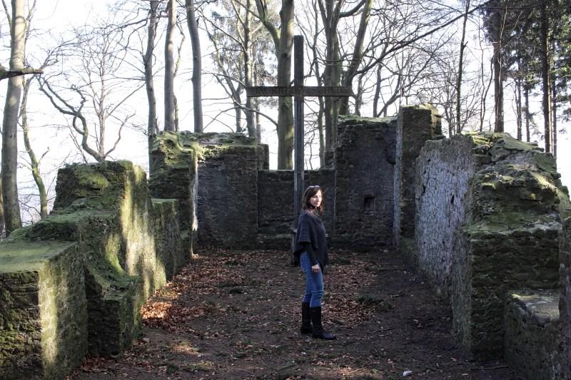 Hünenkapelle, Ruine im Teutoburger Wald, Kirchenruine in Ostwestfalen