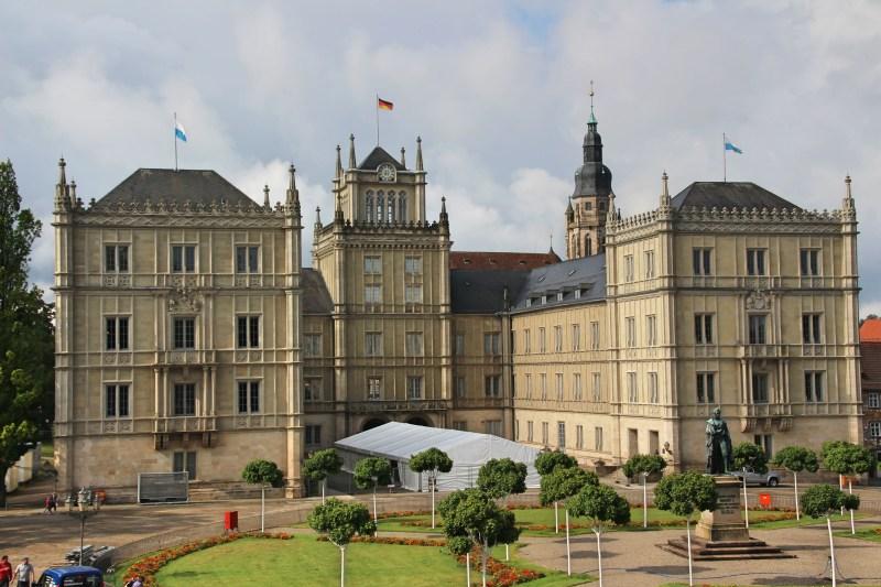 Schloss Ehrenburg ist sehr imposant.