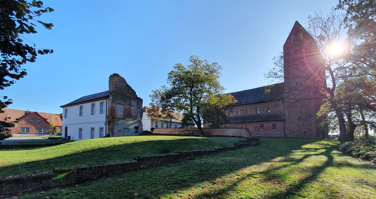 Das Dorf Schönhausen in der Altmark - Überrest des Schlosses der Familie Bismarck und Bismarcks Taufkirche