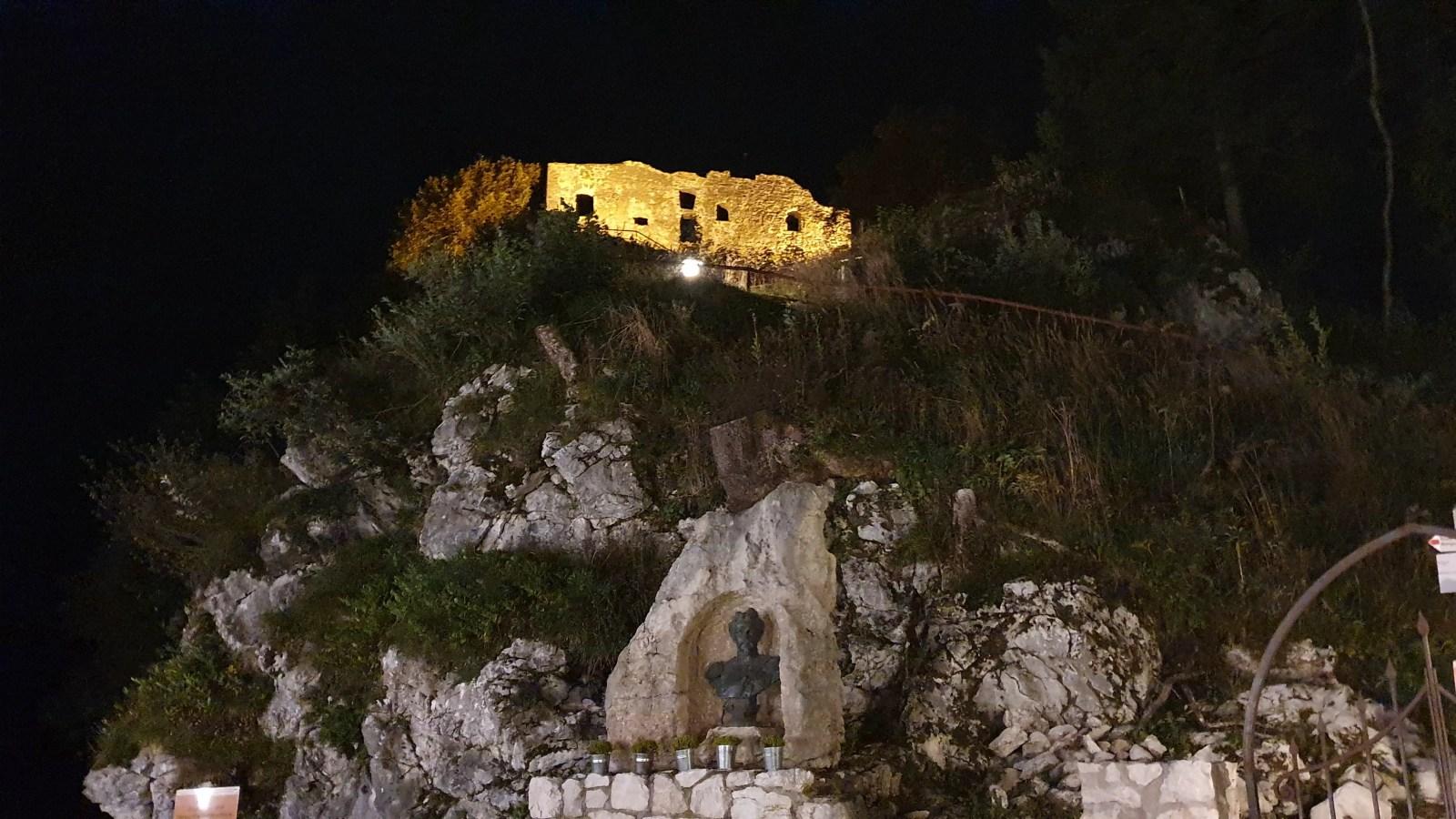 Sehnsuchtsort Schlosspark, Romantische Ausflüge im Allgäu, Deutschlands höchste Burg, Burg Falkenstein im Allgäu