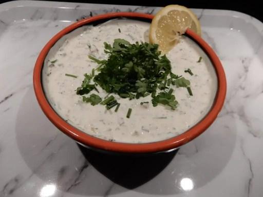 pitabroodje met kip yoghurt knoflooksaus