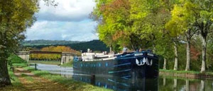 Hotel barge trips on the canal