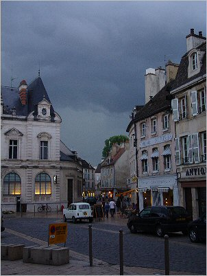 thunder and lightening in Beaune