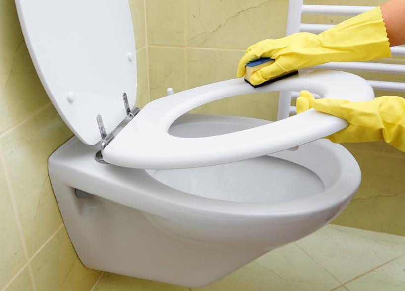 Cuvette de WC entartrée ? On a une solution pour vous aider.