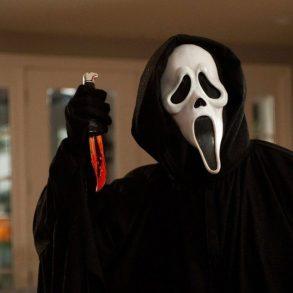 Assassino da 3ª temporada da série Scream terá máscara clássica da franquia Pânico 20