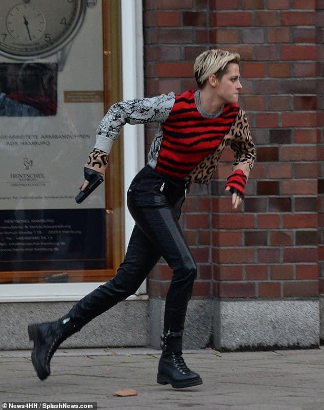 """Kristen Stewart aparece em novas fotos das gravações do reboot de """"As Panteras"""", rodadas na Alemanha 21"""