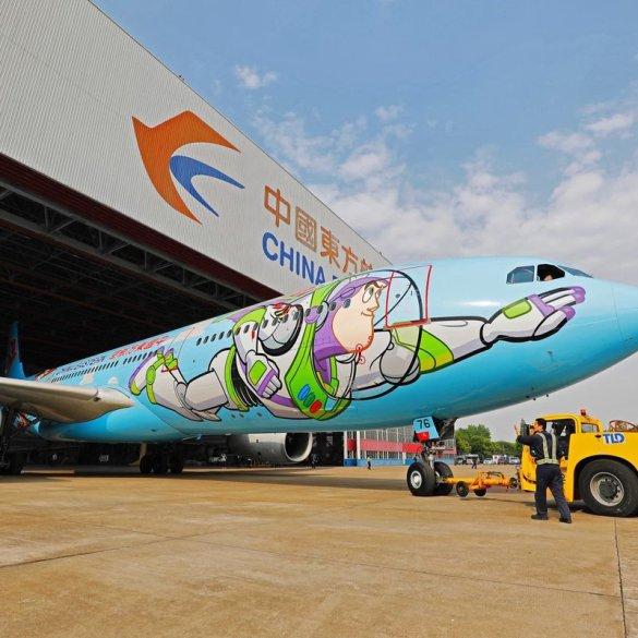 Ao infinito e além! Que tal voar em um avião temático inspirado em Toy Story 22