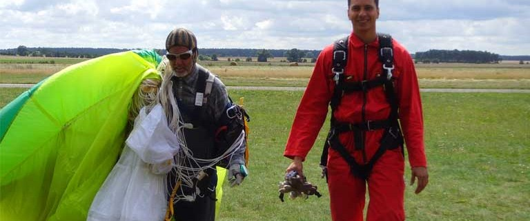 Fallschirm & Tandemsprung Berlin: Skydive aus 4.000 Metern