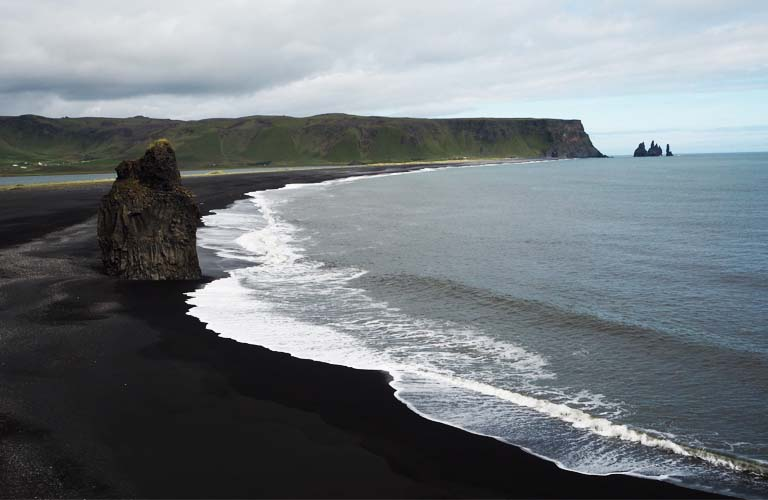 black-sand-beach-island-backpacking-iceland-camping-island-zelten