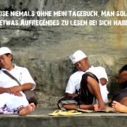 Bali hinduistische Mönche Hinduismus Indonesien Reiseführer