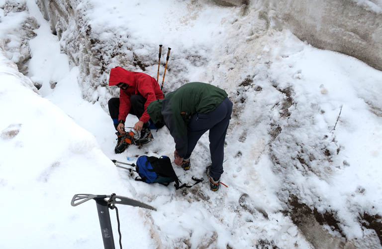 Wandern Kaukasus Ausrüstung ausleihen Kasbek Mount Kazbek Packliste Georgien