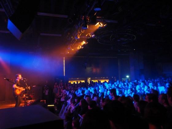Jameson performt und überzeugt das Publikum im Gibson Club
