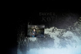"""Inside the white house (presidential palace) looted and burnt, several days after the uprising that overthrown president Bakiev and killed 86 Kirghizs. On the wall :""""Bakiev, ass hole!"""""""