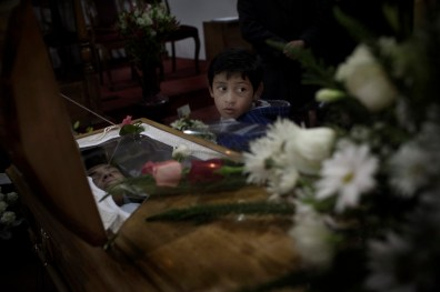 Manuel Gutiérrez was only 19 when he was killed by a cop in Santiago during a confrontation between police and unknows. They claimed it was a lost bullet. The murderer was absolved of every responsibility in the secret militar trial.