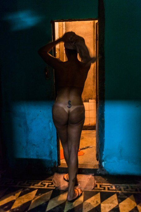 In an old house in the neighborhood of Lapa, in Rio de Janeiro, live and work as prostitutes, about 25 tranvestites. Sheila is one of them. Photo: Ana Carolina Fernandes