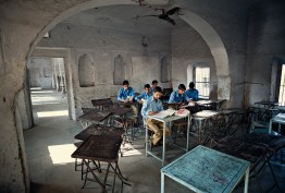 Jaipur, India: Pupils during a mathematics lesson in primary school, where the classrooms are always open. © Matjaz Krivic