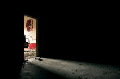 Avec la fermeture du camp de Norilsk en 1956 et la libération des prisonniers, la plupart d'entre eux sont repartis chez eux. La ville et les mines se retrouvent alors sans main d'œuvre. Pour attirer de nouveaux travailleurs à venir travailler dans le Grand Nord, l'État instaure plusieurs avantages, dont des salaires 4 fois plus élevés que dans les autres régions du pays. De plus, les travailleurs bénéficient d'autres facilités, comme par exemple la mise à disposition d'un appartement dans les régions clémentes de la Russie, après 15 à 20 ans de travail.