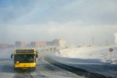 De par sa position, Norilsk subit un climat très sévère, de type subarctique. C'est l'une des villes les plus froides au monde, beaucoup plus froide que celle de Mourmansk, située elle aussi en Russie sur la même latitude. En période hivernale, chaque déplacement est périlleux et relève de l'expédition. Des lieux de travail se trouvent dans un rayon de 20-30 km en traversant la toundra. Pendant les tempêtes de neige les transports en communs forment de véritables processions de 15-30 bus pour emmener les travailleurs sur les lieux de travail et dans la ville. Si un bus tombe en panne on peut évacuer les passagers dans un autre bus. Ces convois de bus ne partent que 3 fois par jour.