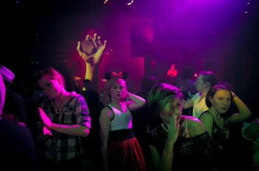 Une fois par mois, « une vraie disco », la « Mechanika », est organisé dans la ville par un groupe de volontaires. C'est la seule opportunité d'écouter de la musique tendance et les nouveautés musicales.