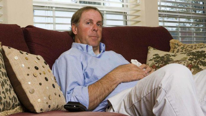 Facebook-less Dad Who Received No Gift, Ecstatic About Son's Father's Day Status