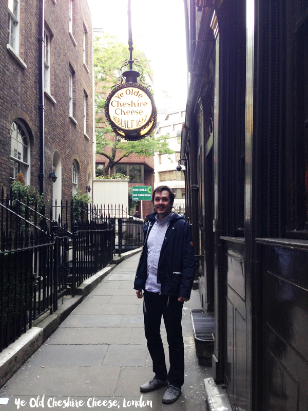London Travel Guide: Ye Olde Cheshire Cheese