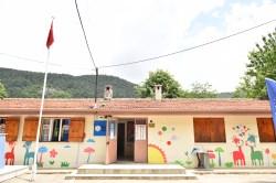 Köy okulunda bayram havası