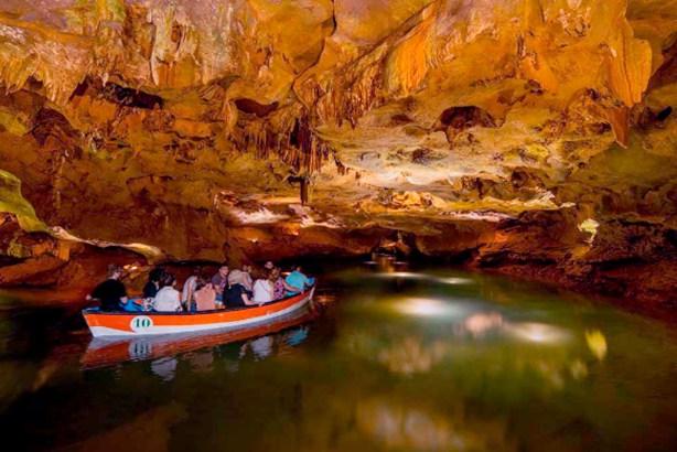 Paseo en barca por la cueva de San José