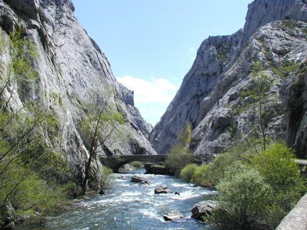 Puentes en las hoces de Vegacervera