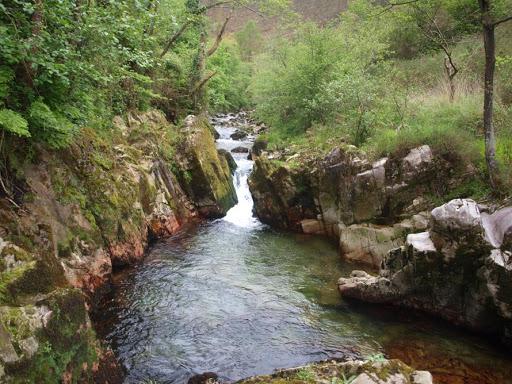 Saltos de agua en el río Purón